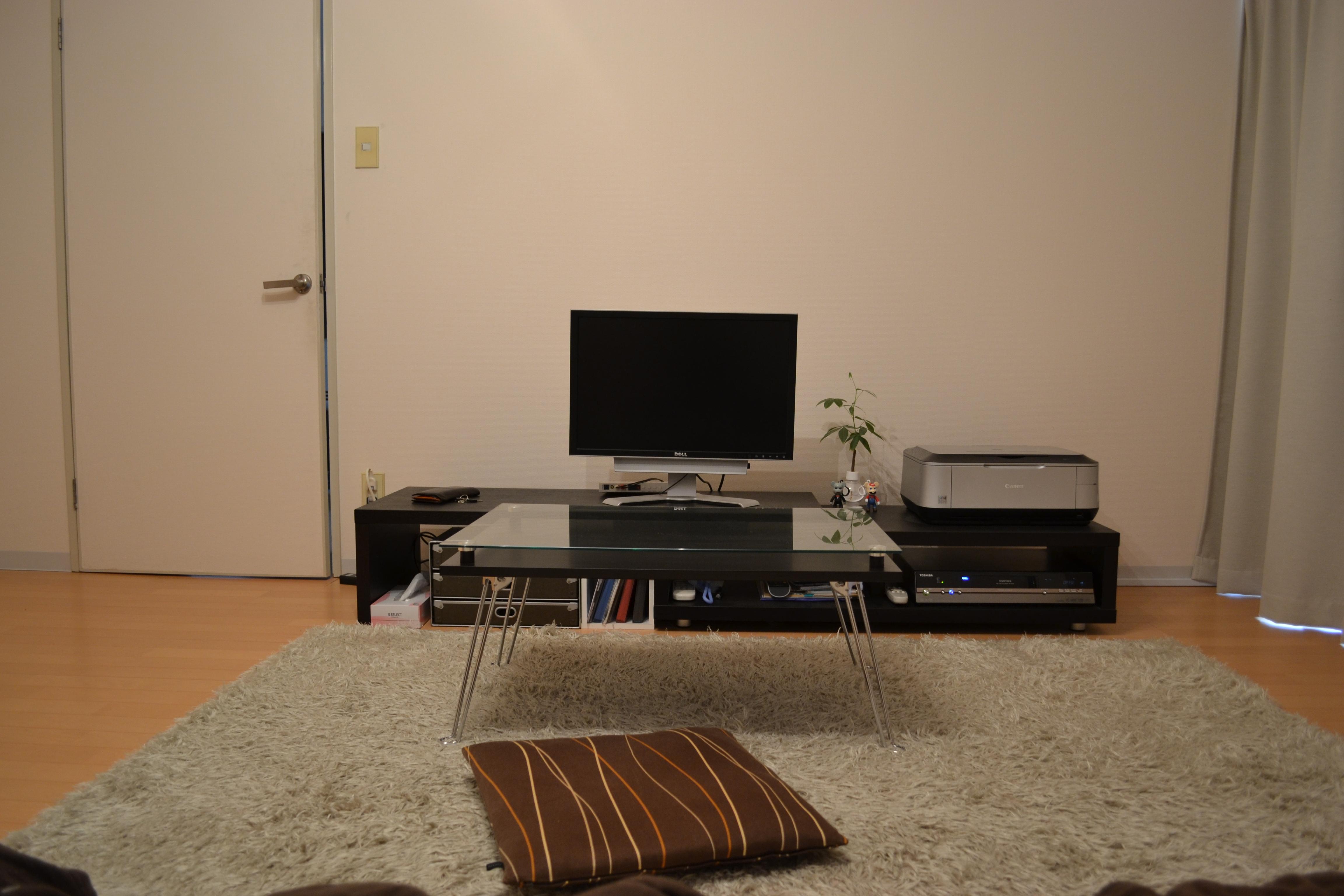 テレビ台とディスプレイ