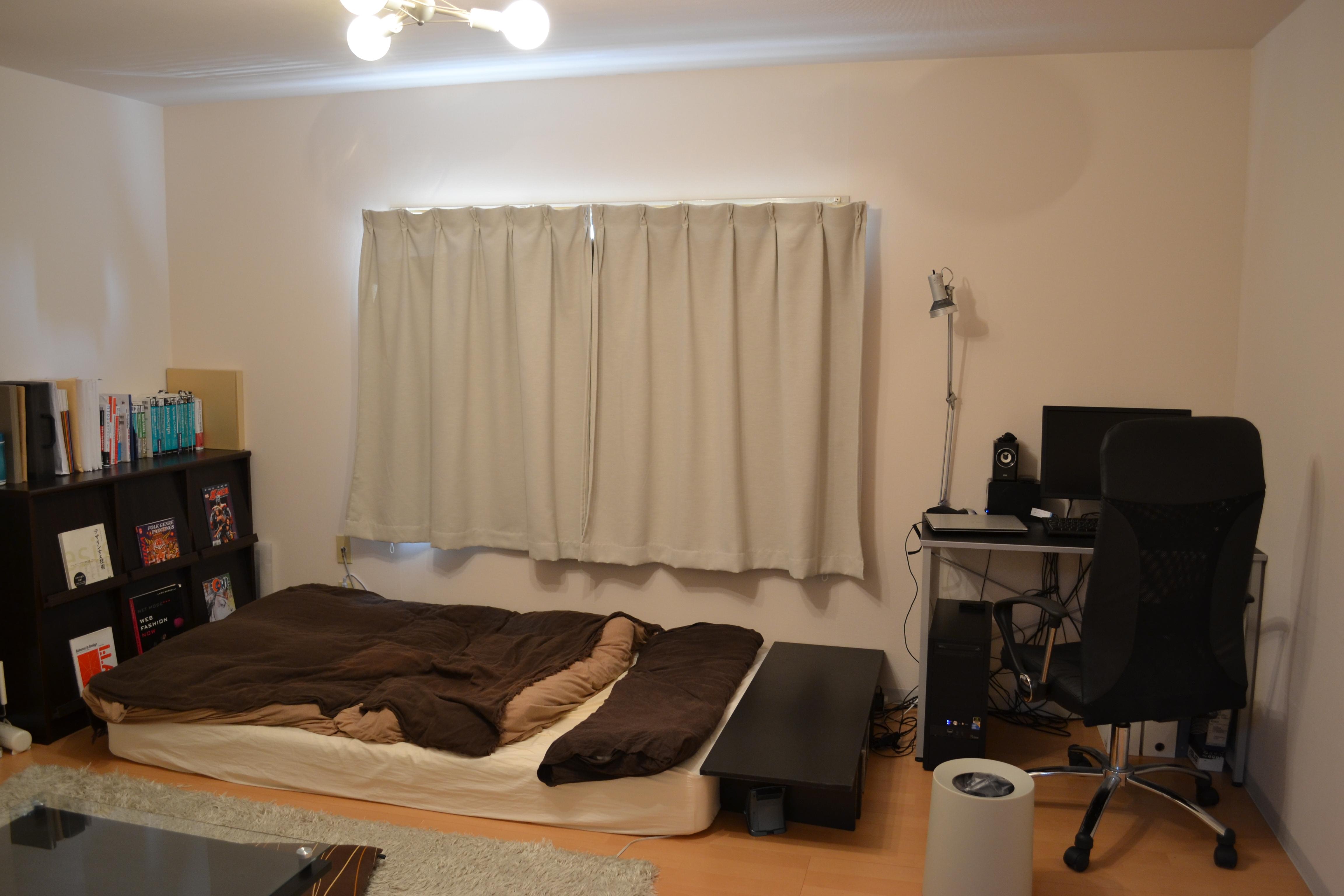 ベッドと作業机