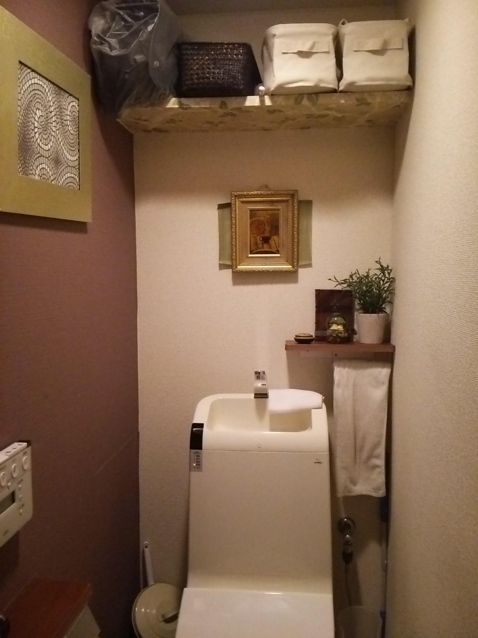 トイレ。1部壁紙DIY。